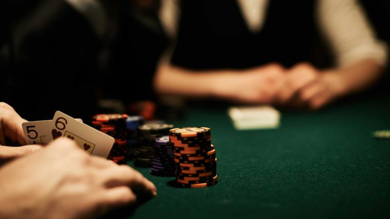 What popular poker hacks can be applied by beginners?